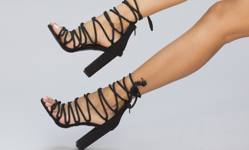 Modele noi de sandale de vara negre cu toc inalt sau cu toc gros. Sandale ieftine online pentru tinutele de zi, la cel mai mic pret online