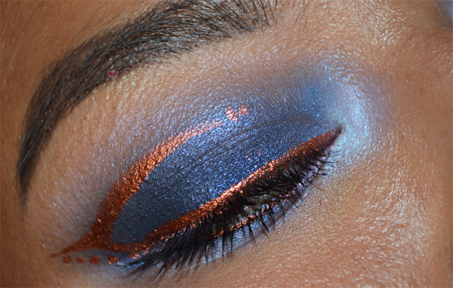 Make-up with Eternity by Nabla and a copper graphic eyeliner with Fenice by Neve Cosmetics