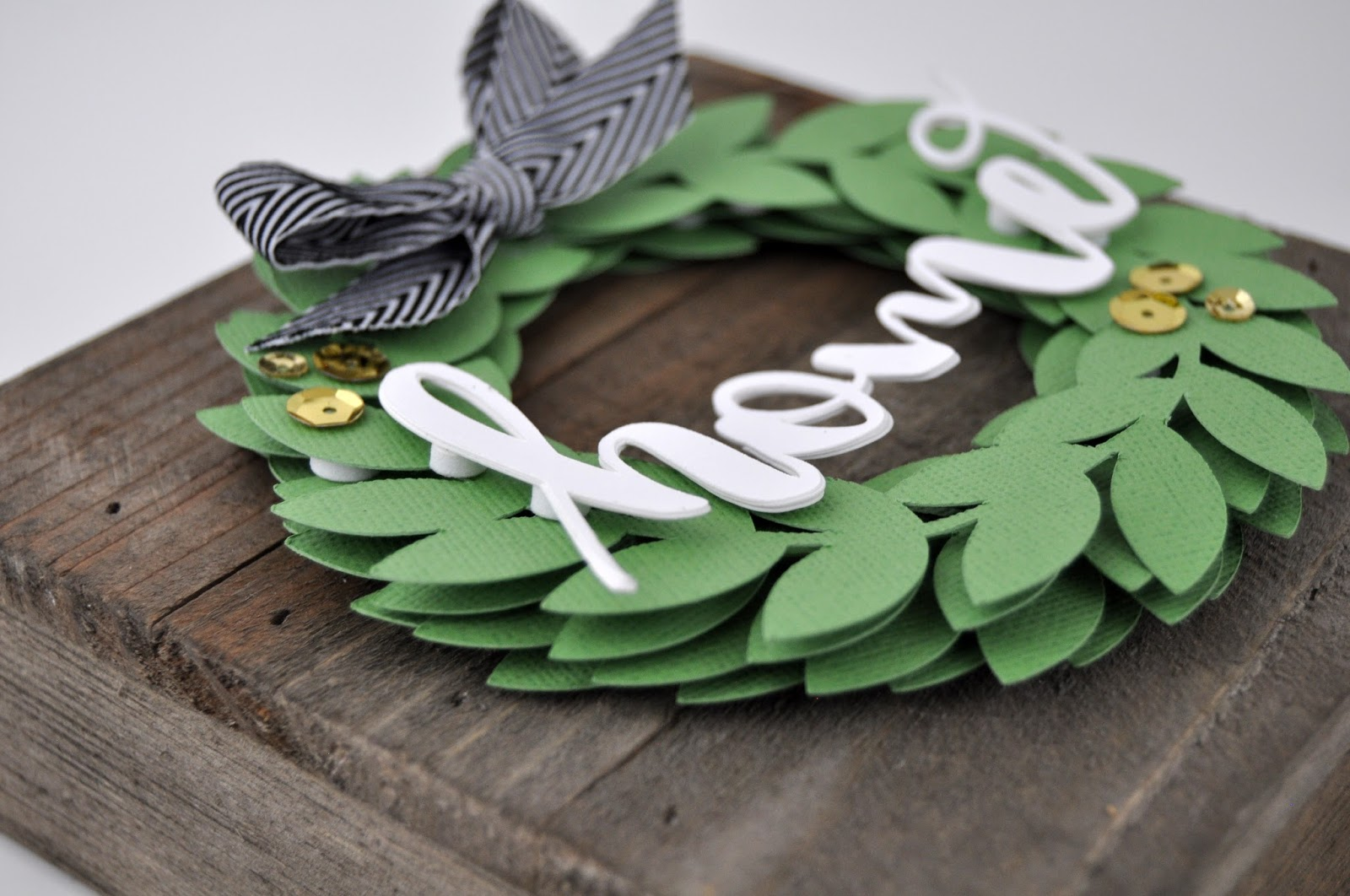 """Home"" Wreath Plank Sign Tutorial. Create a pallet sign with die cut paper wreaths and the word ""home"" with Jen Gallacher and Jillibean Soup. #wreath #palletsign #modernfarmhouse #homesign"