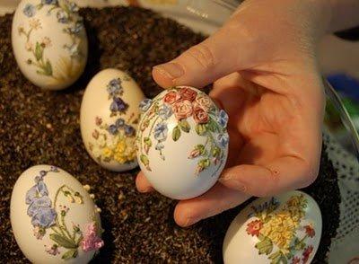 تلوين البيض المسلوق.