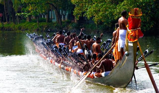 पेपैड सांप नाव दौड़ 27 अगस्त, 2018 केरल एलेप्पी जिले के हरिपद में पेपैड नदी के साथ