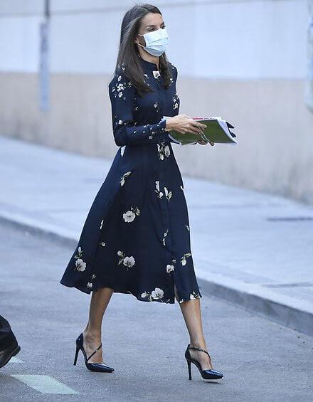 Massimo Dutti floral print cupro dress. Queen Letizia wore a floral print cupro dress from Massimo Dutti. Carolina Herrera clutch
