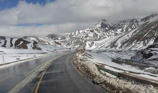 طريق تيشكا الجبلية وخطر انهيار الصخور
