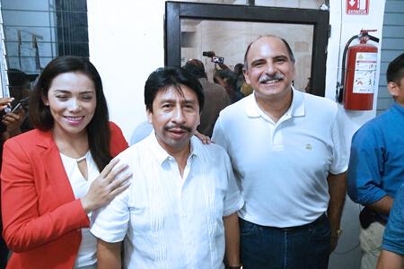 Víctor Mas recibe la constancia de mayoría que lo acredita como presidente municipal electo de Tulum