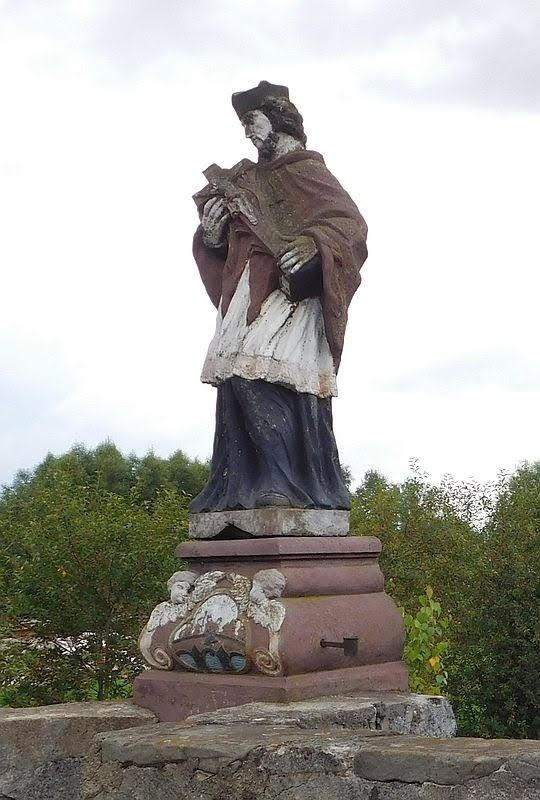 Figura św. Jana Nepomucena z XVIII wieku.
