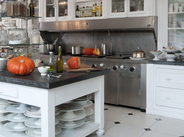 chef's kitchen in the Flemish countryside via Art et Décoration edited by lb for l&l