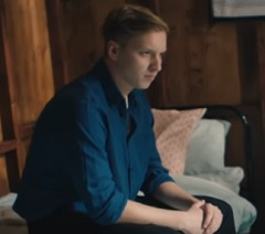 George Ezra lança clipe de Hold My Girl