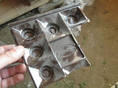 емкости для небольшого количества клея-фасовка от коробочных конфет