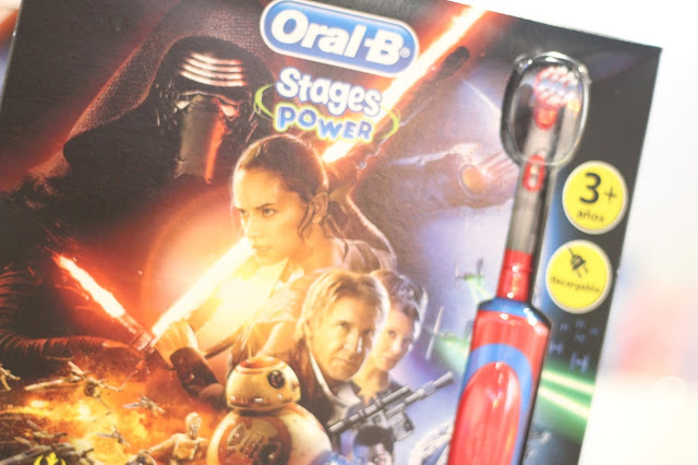 photo-higiene-salud-bucodental-infantil-niños-oralb-stages-disney-cepillos-dientes-electricos-star-wars