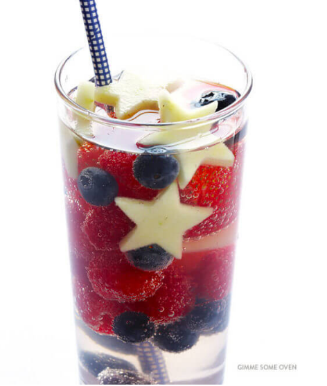 SPARKLING RED, WHITE AND BLUE SANGRIA #drink #ice