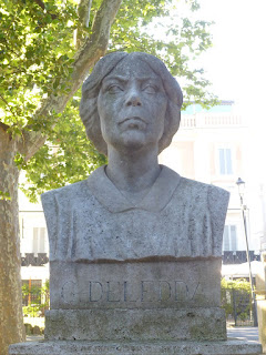 There is a commemorative bust of Grazia Deledda on Pincio hill in Rome