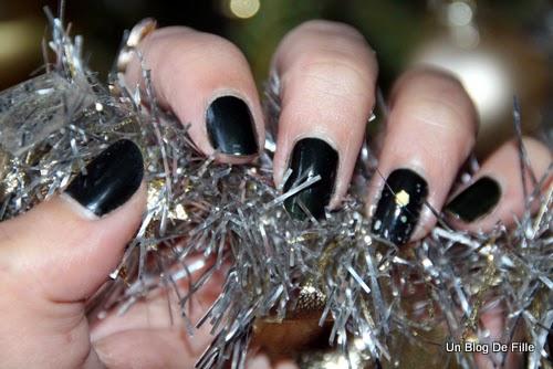 http://unblogdefille.blogspot.fr/2013/12/christmas-nail-art-sapin-de-noel.html