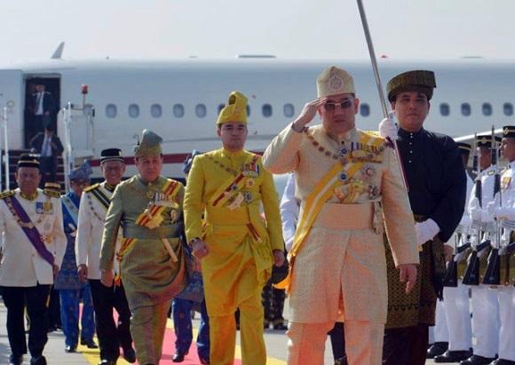 Sultan Muhammad Ke-V Ditabalkan Sebagai Agong ke-15