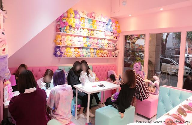 IMG 9819 - 台中西屯│王皮香One Pink Shop。超萌少女心準備爆棚啦!整面滿滿滿的可愛娃娃與夢幻飲品根本超好拍!