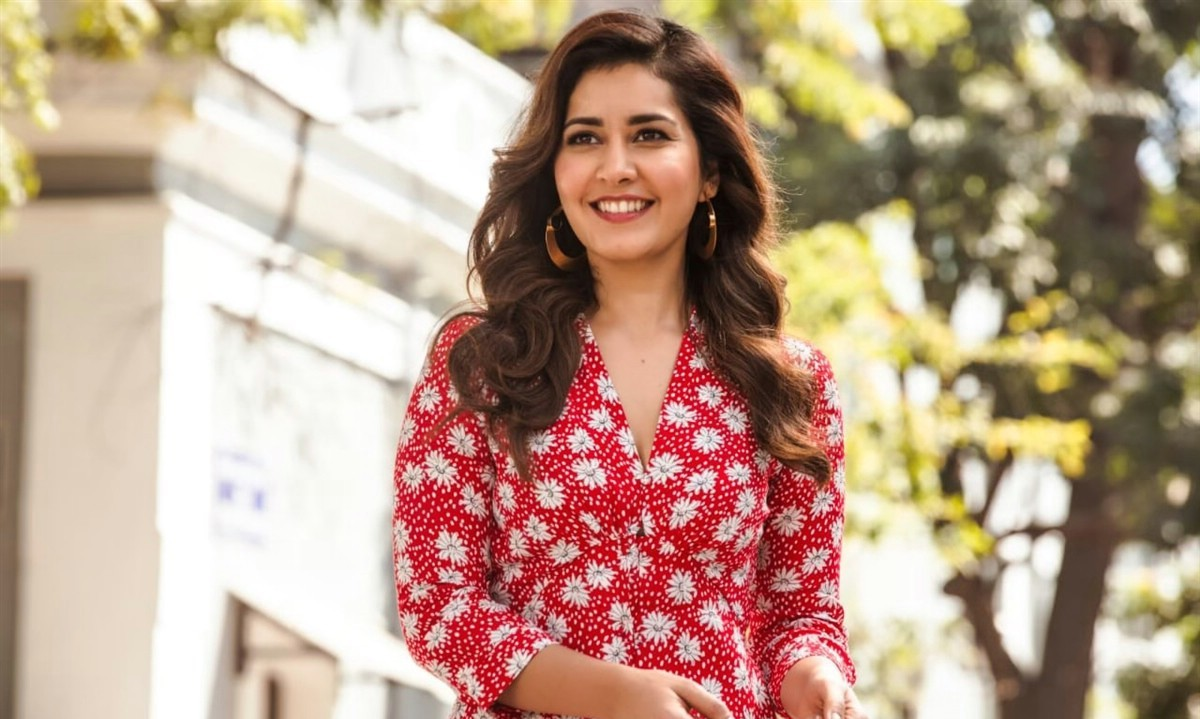Indian Actress Raashi Khanna Stills in Ayogya Movie