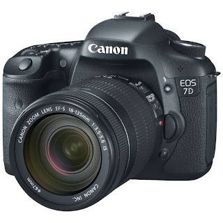 Canon EOS 7D Lensa Kit 18-135mm – 18 MP