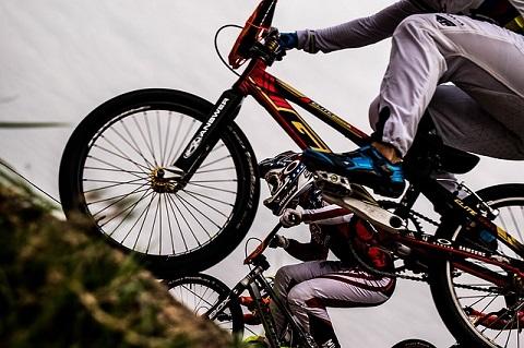 Bersepeda di Tanjakan