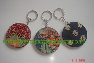Souvenir Pernikahan Gantungan Kunci Batik