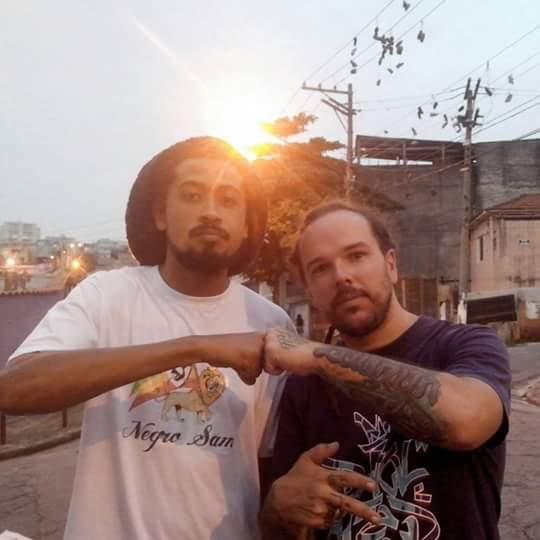 NegroSam apresentando trabalho em dupla com D.N.A do grupo Furiah do Raciocínio