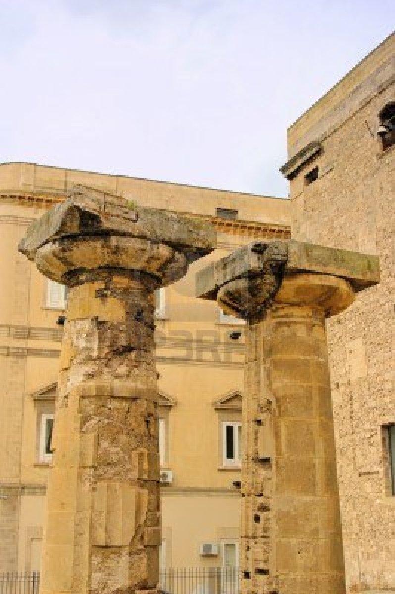 http://2.bp.blogspot.com/-xrHMVx7HnOo/USD4ei6o_hI/AAAAAAAAA7c/oFR_Yhdc-0o/s1600/taranto-columns.jpg