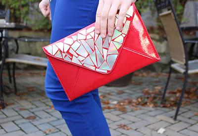 Bolso de mano rojo  hecho con  Cds reciclados