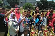 Lurah Kali Anyar Daniel Azka Berikan Hadiah Kepada Pemenang Futsal