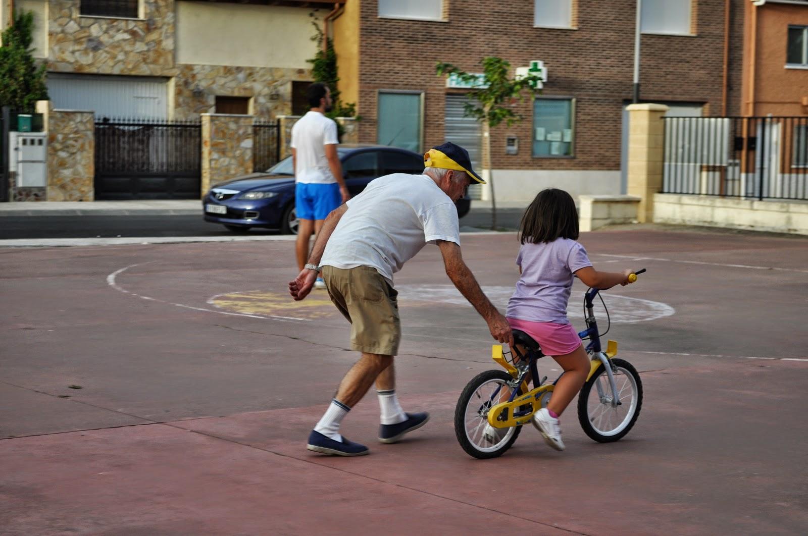 Cómo Enseñar A Un Niño A Usar La Bicicleta: CLASE PARA ENSEÑAR A LOS NIÑOS A MONTAR EN BICI