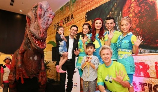 dinoscovery_dinosaurs_alive_avenue_k_hi5_launch