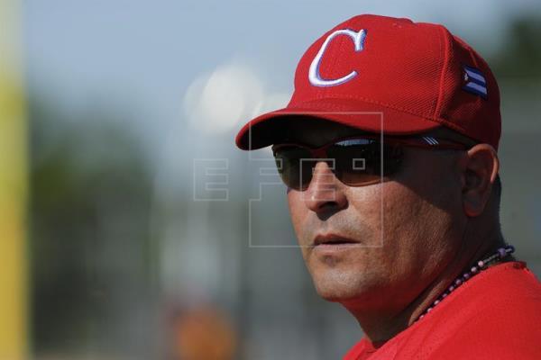 El manager cubano Roger Machado sabe que el fantasma de la deserciones le persigue