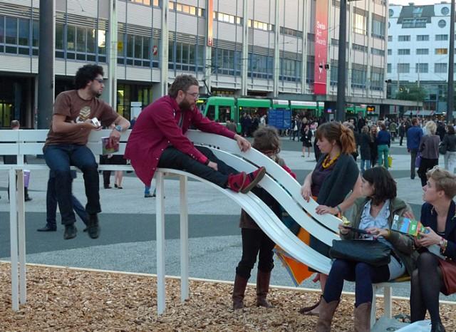 Необычные скамейки. Jeppe Hein 15