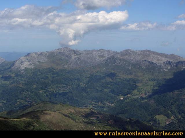 Ruta Lindes - Peña Rueda - Foix Grande: Vista de la sierra del Aramo