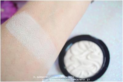 swatches strobe highlighter illuminante makeup revolution
