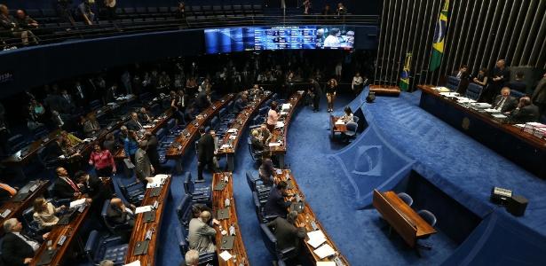 Senado aprova três projetos para acabar com supersalários