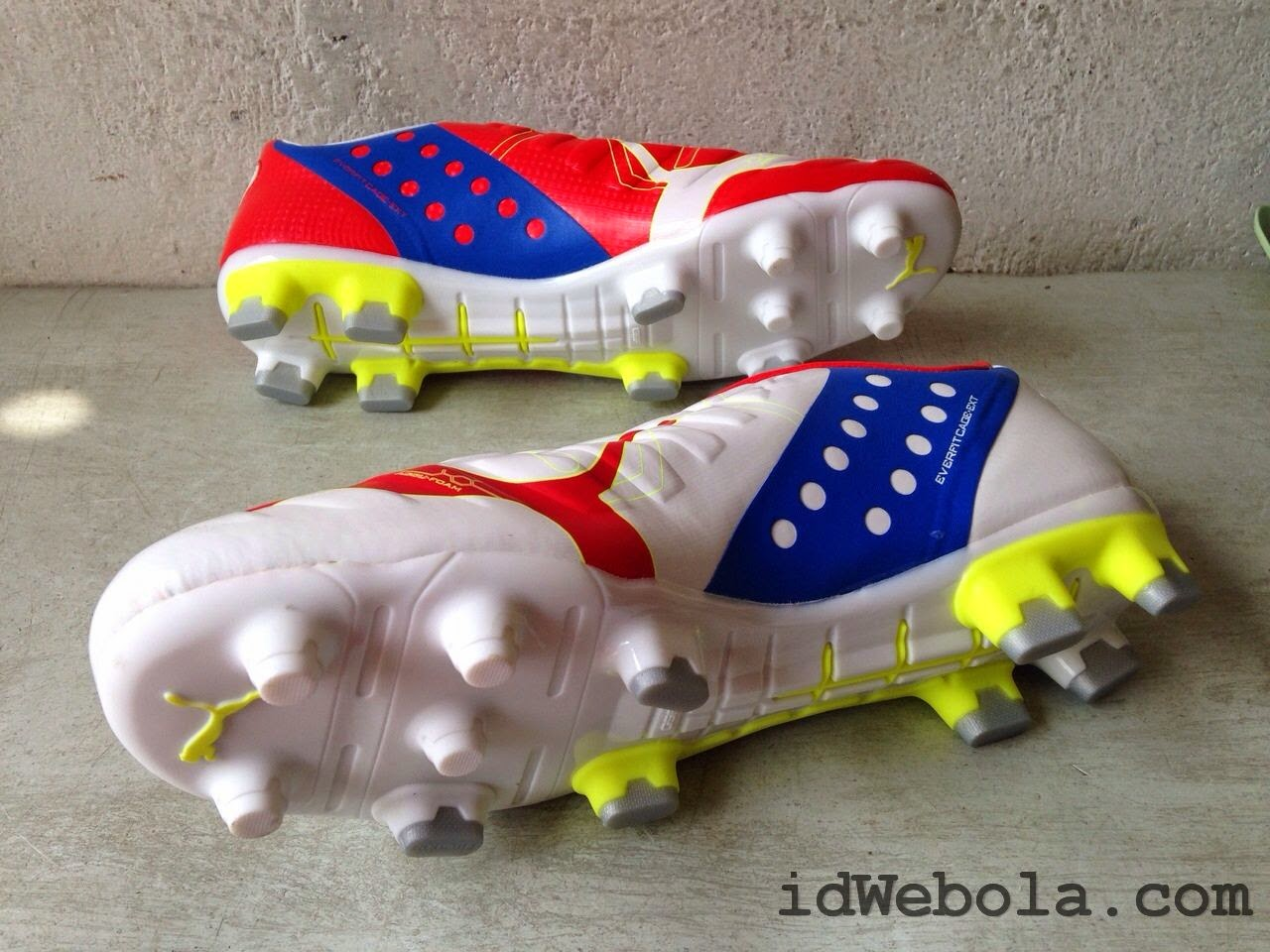 Sepatu Bola Puma Putih Merah
