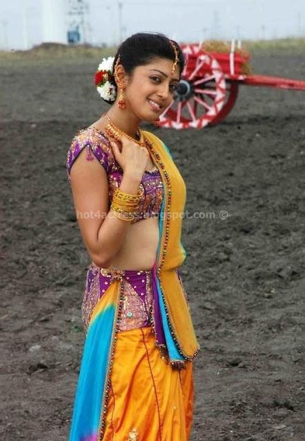 Praneetha hot fleshy navel show