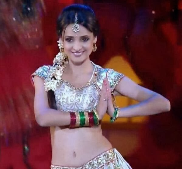 Colors Golden Petal Awards 2016: Sanaya Irani's Dance Performance In Colors Golden Petal
