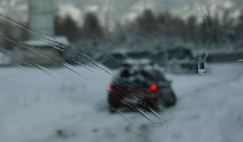 Karda Kayan Arabayı Tek Başına Durduran Adam