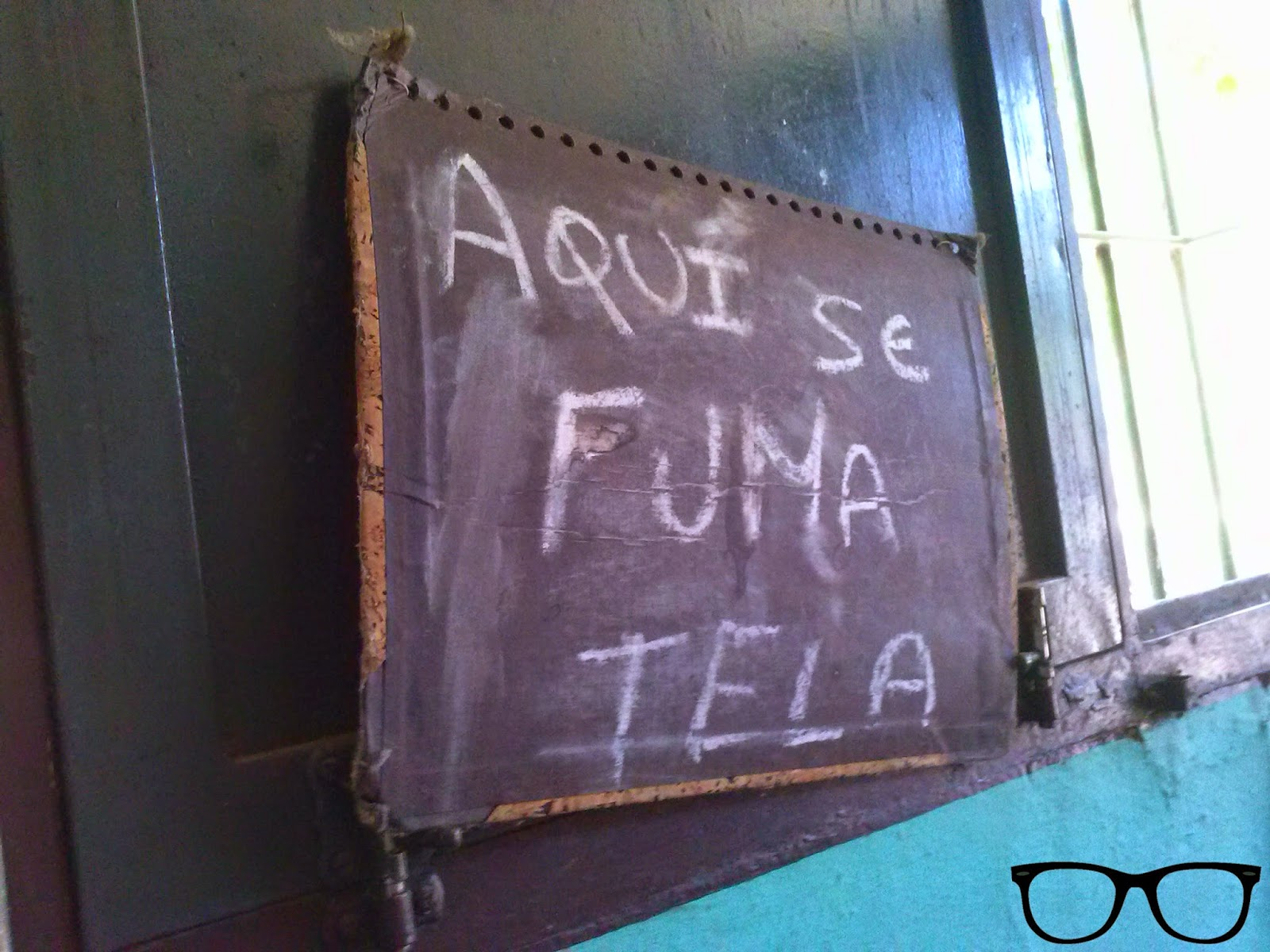 Cartel se fuma tela Cantina Estación de Cazalla