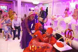 See Rib-cracking Moment White Man Fell Down While Trying To Carry His Yoruba Bride During Traditional Wedding