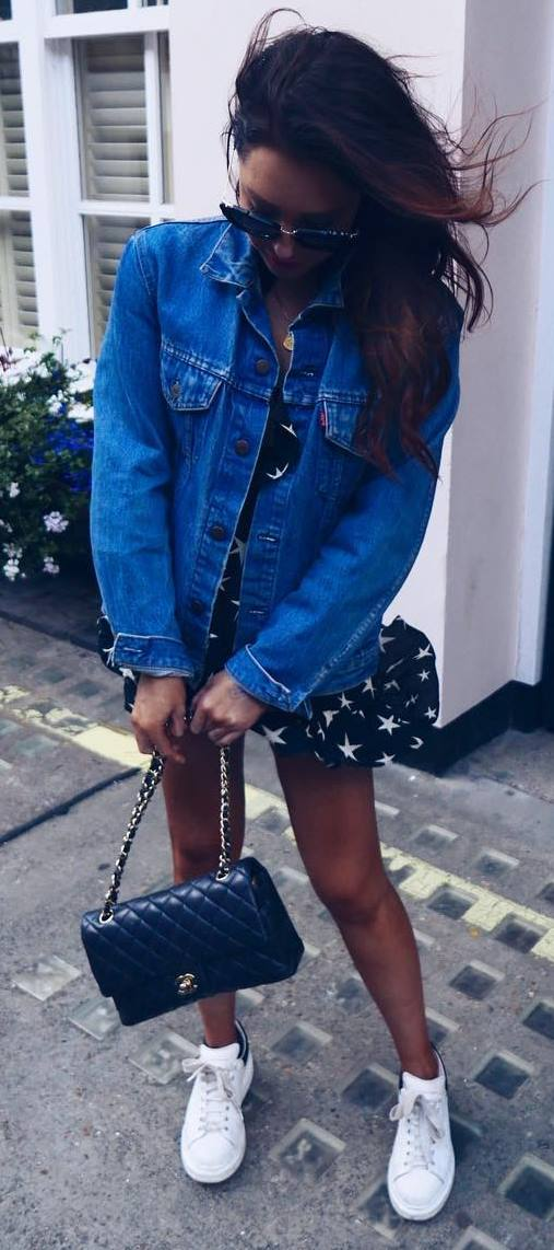 pretty cool outfit / denim jacket + printed dress + bag + sneakers