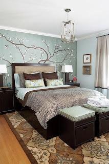 habitación en azul y marrón