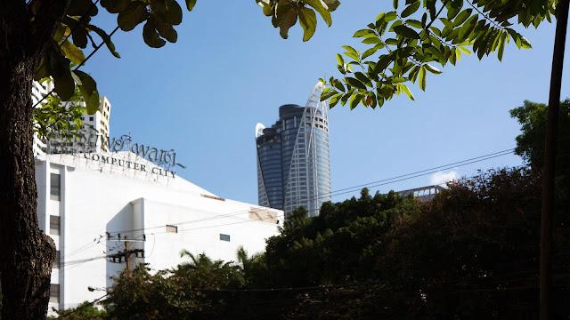 Изображение здания компьютерного центра в Бангкоке