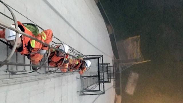 Activistas de Greenpeace escalan una central térmica española para pedir el fin del carbón