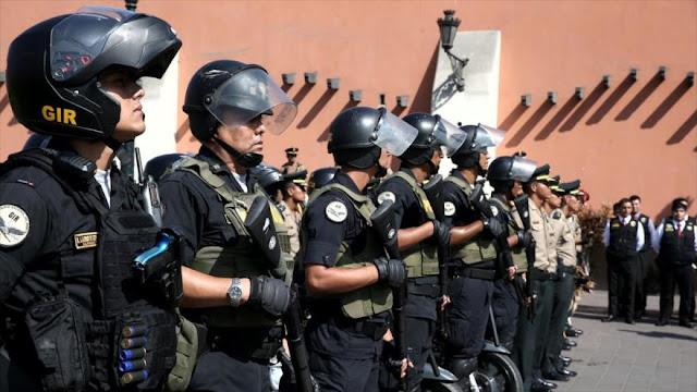 """Policía de Perú declara """"alerta máxima"""" por vacancia de Kuczynski"""