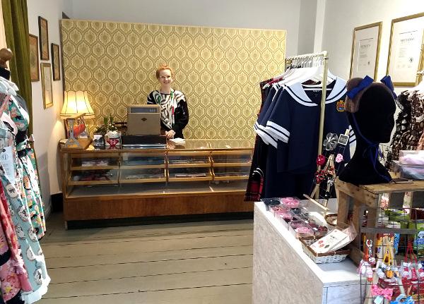 Maßschneiderin Marie Schmunkamp in ihrem Laden
