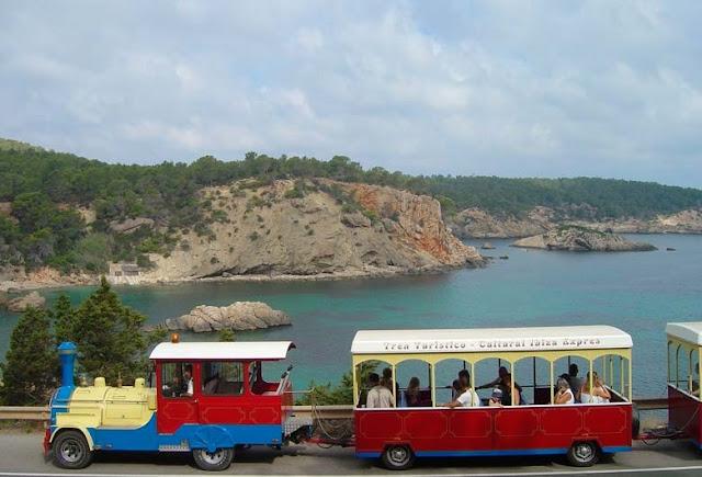Trem turístico em Ibiza
