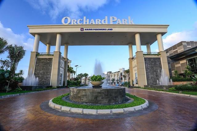 Gerbang Masuk Kawasan Orchard Park Batam