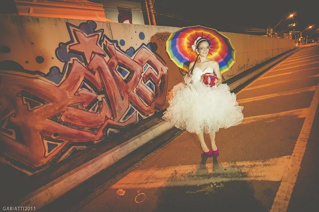 ensaio trash the dress noivos pelas ruas