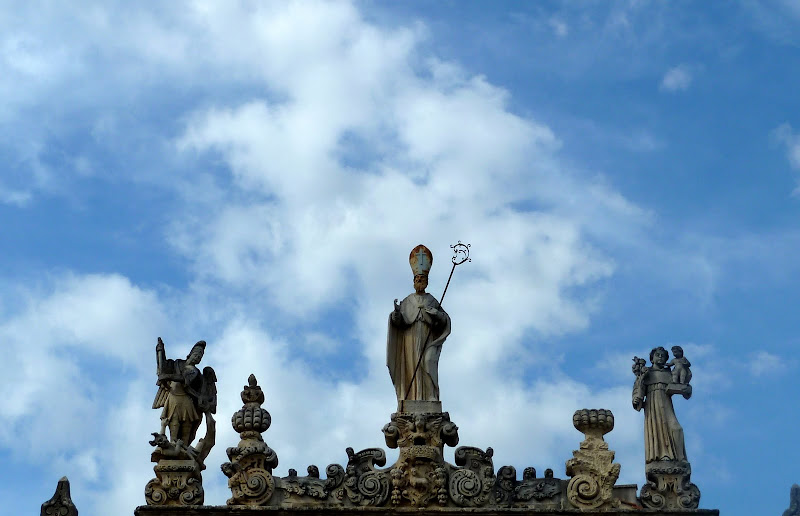 Der Sedile mit dem Schutzpadron Nardòs San Gregorio Armeno auf der Piazza Salandra