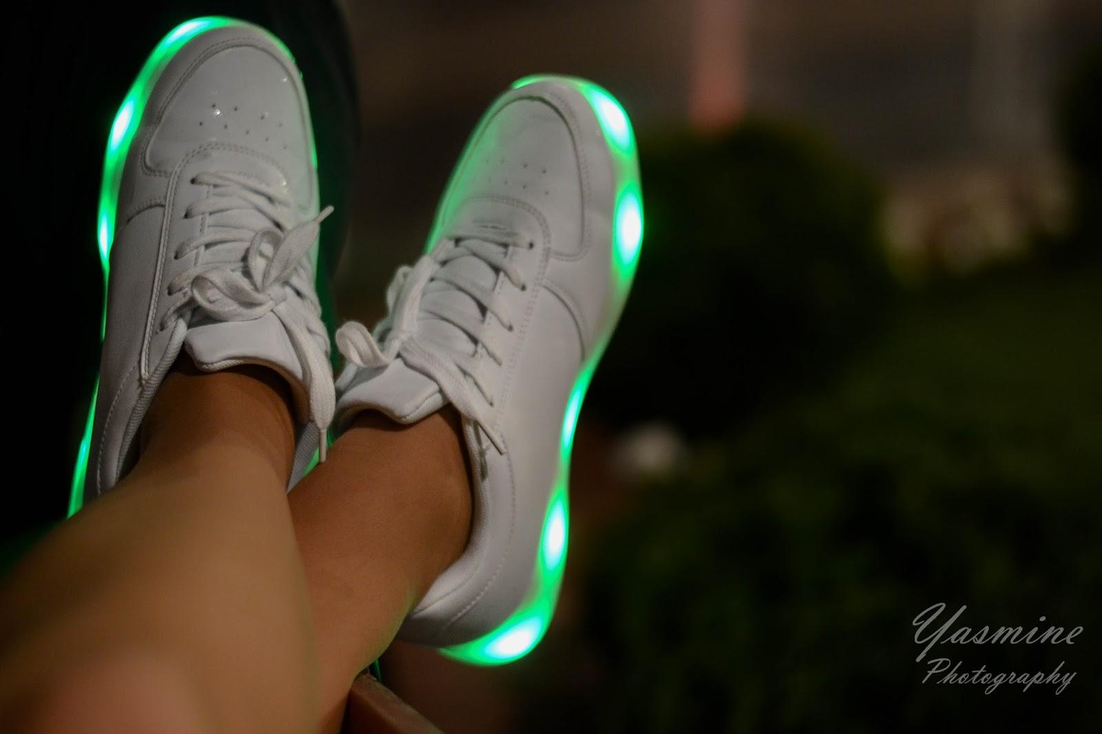 stylizacje festiwalowe ze smeakersami sneakersy disco light renee recenzja melodylaniella lookbook fashion butki